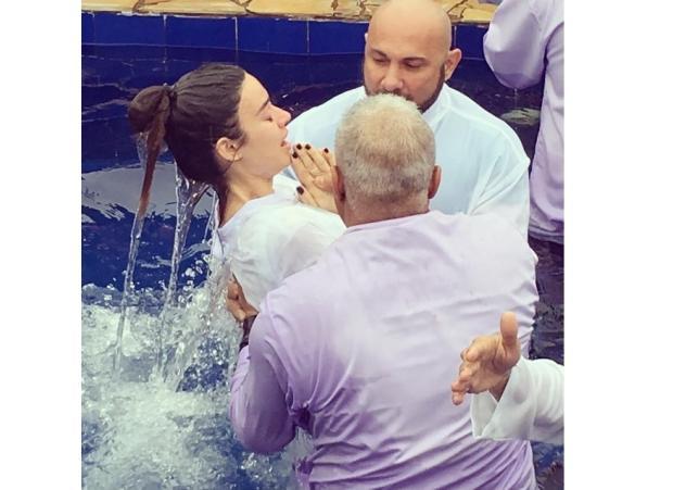 """Thaila Ayala posta foto de batismo: """"Único verdadeiro caminho"""" Instagram / Reprodução/Reprodução"""