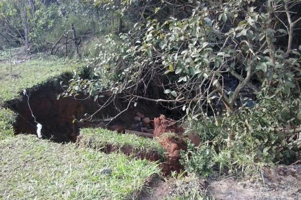 Cratera em terreno de Viamão representa perigo para moradores Leitor DG/Arquivo Pessoal