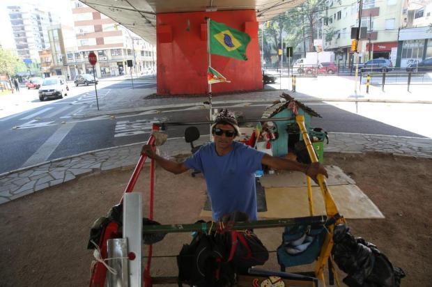 Catadores que usam carrinhos para recolher lixo na Capital deverão ganhar mais seis meses de prazo para circular pelas ruas Tadeu Vilani/Agencia RBS