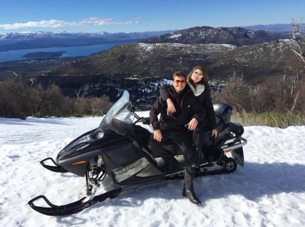 Camila Queiroz e Klebber Toledo posam juntinhos em viagem de férias Instagram / Reprodução/Reprodução