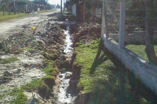 Prefeitura de Balneário Pinhal cobra material de veranistas para concluir obra de canalização Leitor DG/Arquivo Pessoal