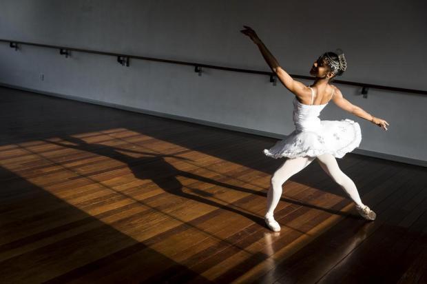 Conheça a história da bailarina da periferia de Alegrete que vai dançar em Nova York Mateus Bruxel/Agencia RBS