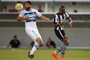 """José Augusto Barros: """"Levar um chocolate do Botafogo é inadmissível"""" (Vitor Silva/SSPress/Botafog)"""