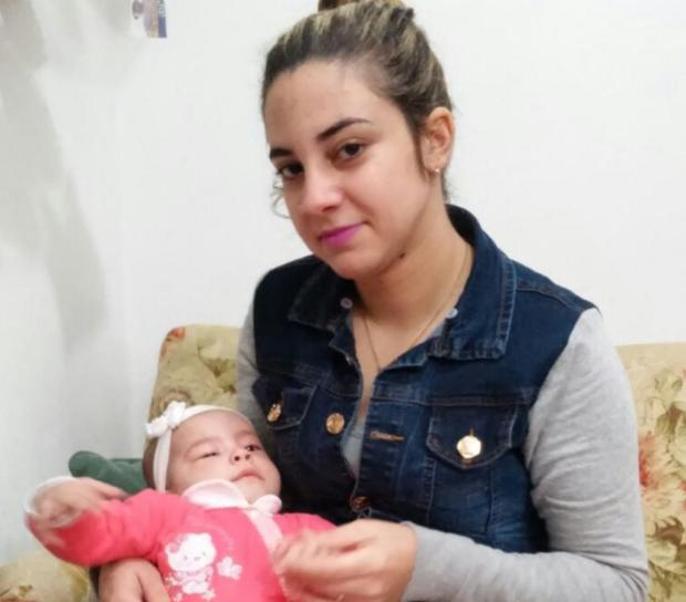 Bebê que nasceu com má-formação congênita nos pés aguarda cirurgia pelo Sus há quatro meses Arquivo pessoal/Leitor/DG