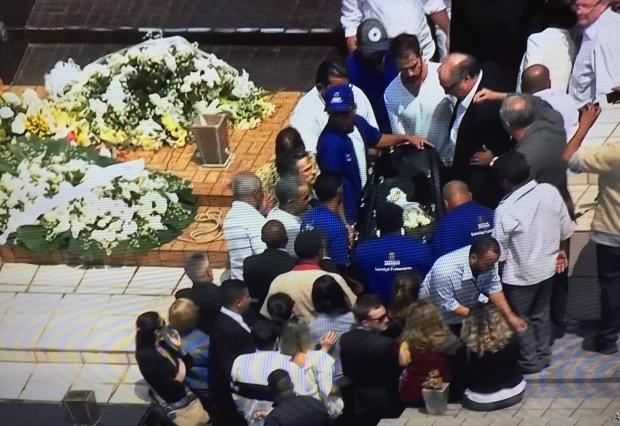 Corpo do ator Domingos Montagner é enterrado em São Paulo Reprodução / TV Globo/TV Globo