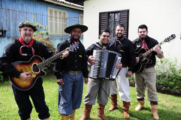 """Conheça o grupo de Esteio Sina Fandangueira: """"Nossa especialidade é baile gaúcho"""" Ronaldo Bernardi/Agencia RBS"""