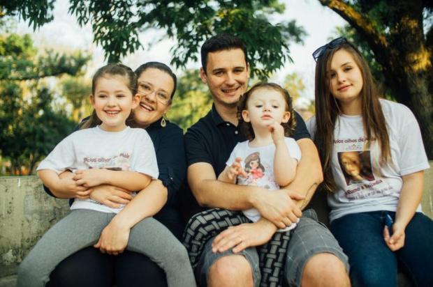 Família lança campanha para pagar tratamento no Exterior que pode fazer a filha de dois anos enxergar Arquivo pessoal/Leitor/DG