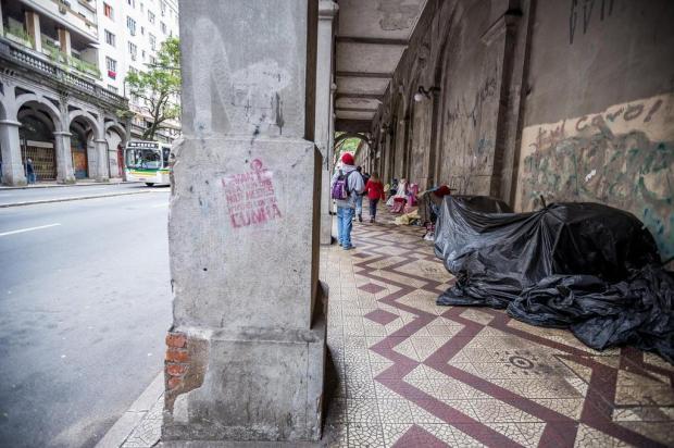 Viaduto da Capital que ficou famoso durante a Copa do Mundo virou abrigo de moradores de rua Omar Freitas/Agencia RBS
