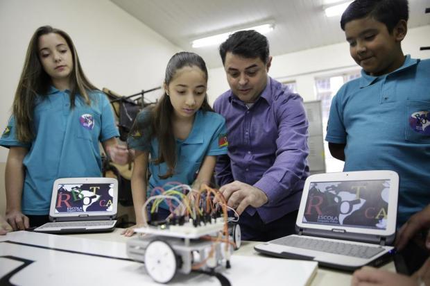 Robótica conquista alunos de escola estadual de Alvorada: primeiros robôs estão em construção Camila Domingues/Especial/Agência RBS