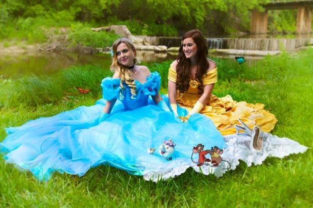 Casal de lésbicas faz ensaio fotográfico inspirado em princesas da Disney Reprodução / Facebook/Facebook