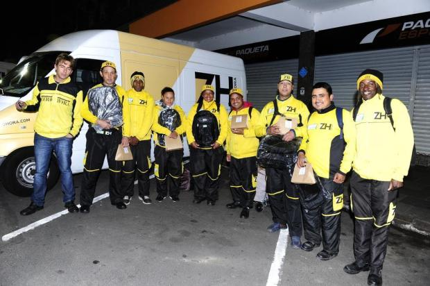 No seu dia, jornaleiros do Diário Gaúcho e da Zero Hora recebem presente e kit com lanche Ronaldo Bernardi/Agencia RBS