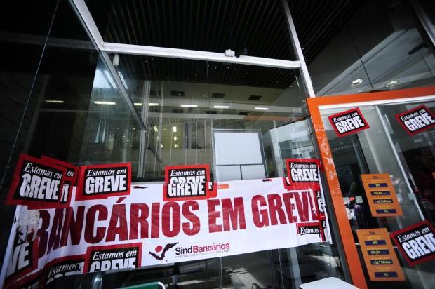 Greve completa um mês e traz transtornos à população Ronaldo Bernardi/Agencia RBS
