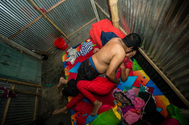 Ensaio mostra a vida de prostitutas no bordel mais antigo de Bangladesh Divulgação / Sandra Hoyn/Sandra Hoyn