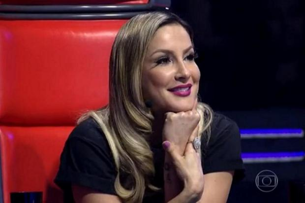 """Claudia Leitte se assanha para candidato no """"The Voice Brasil"""" e leva fora TV Globo/Reprodução"""