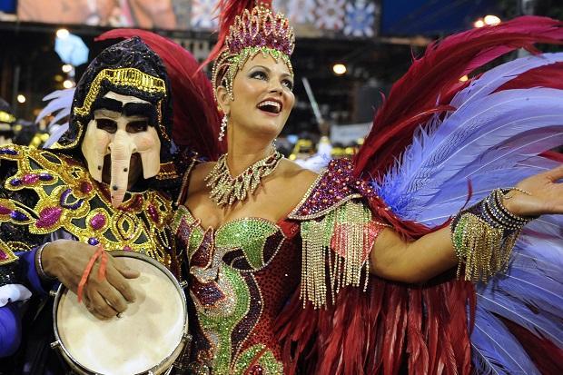 Luiza Brunet voltará a desfilar pela Imperatriz no Carnaval 2017 AFP/AFP