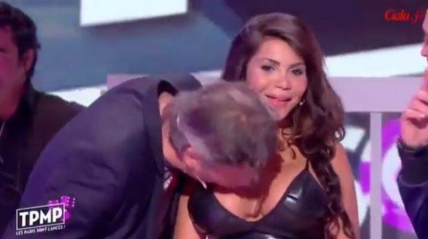 Mulher é assediada por participante de programa de TV após negar beijo a ele Reprodução / YouTube/YouTube