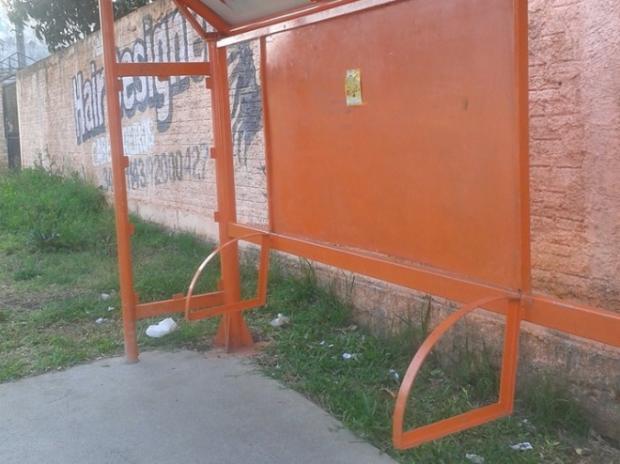 Em Canoas, moradores querem saber: onde está o banco da parada de ônibus? Arquivo Pessoal / Arquivo Pessoal/Arquivo Pessoal