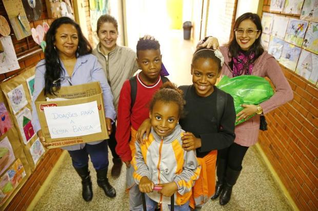 Escola se une para ajudar uma família de alunos Félix Zucco/Agencia RBS