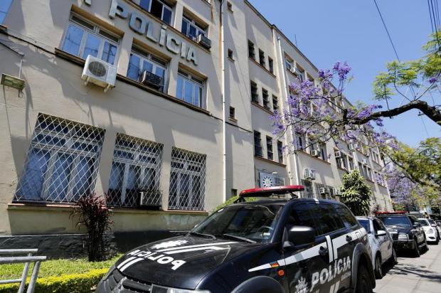 Suspeito de tentar estuprar moradora do Menino Deus foge do Palácio da Polícia Mateus Bruxel/Agencia RBS