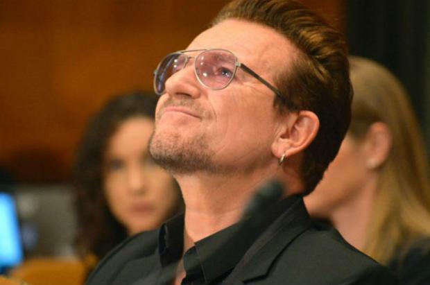 """Bono Vox é eleito a """"mulher do ano"""" por revista AFP/zol"""