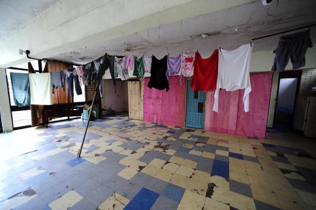 Prédio público vira casa de famílias sem moradia em Porto Alegre Ronaldo Bernardi/Agencia RBS