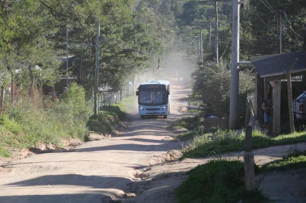 Após 19 dias de espera, ônibus voltam a circular em vila de Viamão Fernando Gomes/Agencia RBS