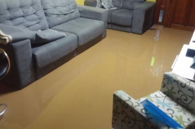 Esgoto sobe pelos ralos em dias de chuva e inunda casas em Alvorada Leitor DG / Arquivo pessoal/Arquivo pessoal