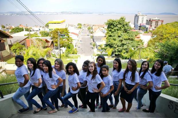 Meninas da periferia de Guaíba vão ganhar um baile de debutantes neste sábado Félix Zucco/Agencia RBS