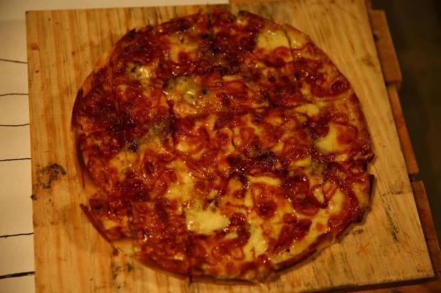 Pizza de dois sabores não pode ser cobrada pelo preço do mais alto, tem que ser proporcional Félix Zucco/Agencia RBS