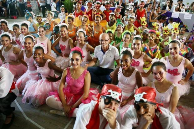 Doador de sapatilhas conhece projeto de balé de Alvorada Carlos Macedo/Agencia RBS