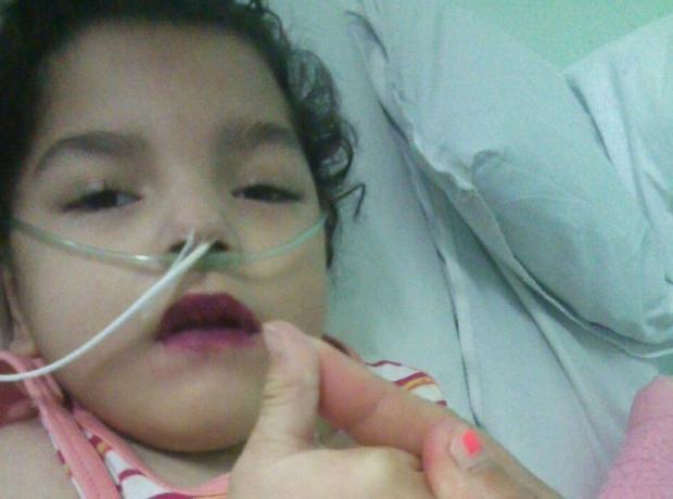 Menina com paralisia cerebral aguarda há 18 dias por um leito em Porto Alegre Arquivo pessoal/Leitor/DG