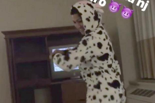 VÍDEO: Mulher Moranguinho se veste de vaca e dança com a filha Instagram/Reprodução