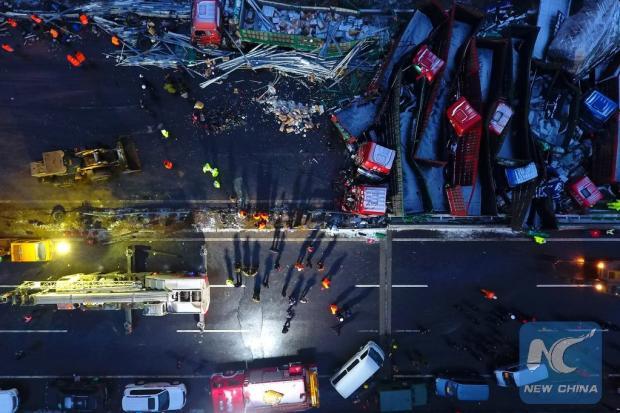 Engavetamento com 56 veículos deixa 17 mortos na China Xinhua / Divulgação/Divulgação