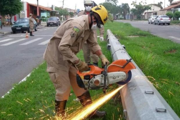 Corpo encontrado dentro de poste de ferro é sepultado hoje em Goiânia Corpo de Bombeiros de Goiás / Divulgação/Divulgação
