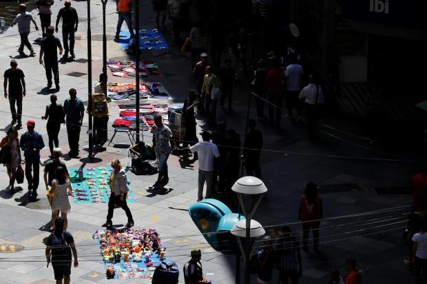 Vendas ameaçadas: lojistas temem o avanço de ambulantes irregulares em época de Natal Mateus Bruxel/Agencia RBS