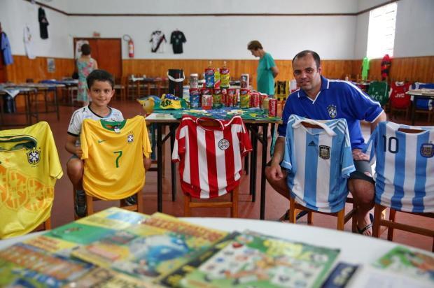 Com mais de mil itens sobre futebol, colecionador realiza sonho de exposição na Restinga Camila Domingues/Especial