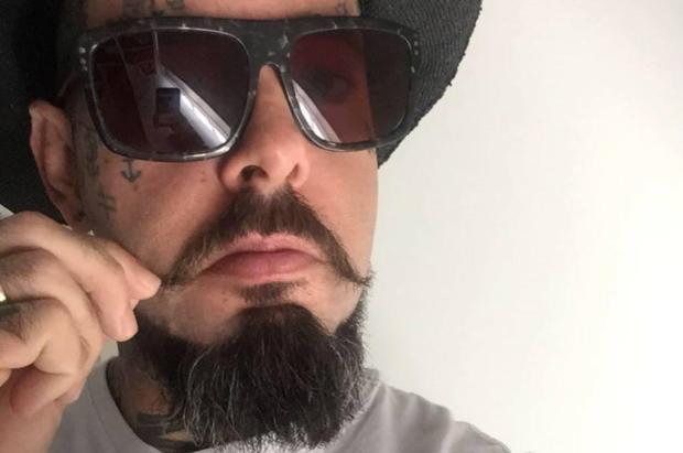 Perfil do cantor Tico Santa Cruz é hackeado no Facebook Reprodução / Facebook/Facebook