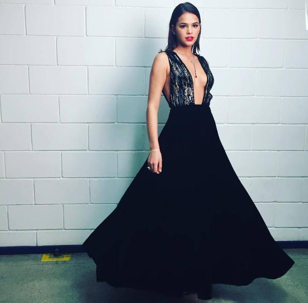 Bruna Marquezine usa vestido de R$ 56 mil para gravação de programa na tevê Reprodução / Instagram/Instagram