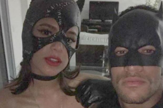 Neymar e Bruna Marquezine posam fantasiados em clima sexy e movimentam a internet Snapchat/Reprodução