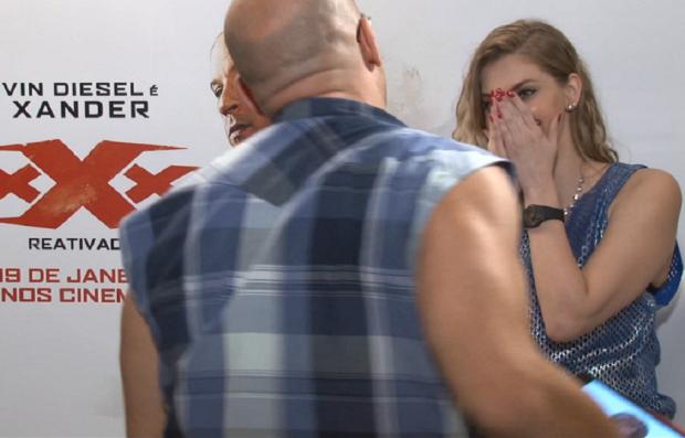Vin Diesel assedia youtuber brasileira durante entrevista Reprodução / YouTube/YouTube
