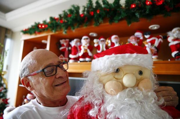 Há quase seis décadas, aposentado da Capital se veste de Papai Noel para visitar creches e asilos  Félix Zucco/Agencia RBS