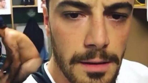 Felipe Tito posta vídeo em vestiário e acaba mostrando homem pelado ao fundo Reprodução/Snapchat/