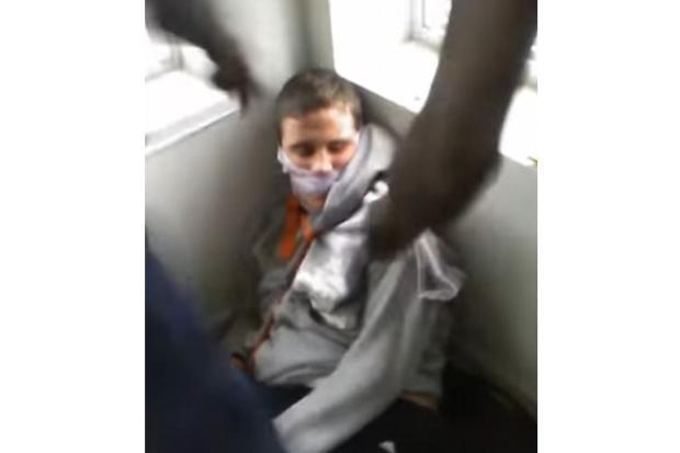 Jovens são presos após torturarem deficiente mental e transmitirem agressões ao vivo por rede social Facebook / Reprodução/Reprodução