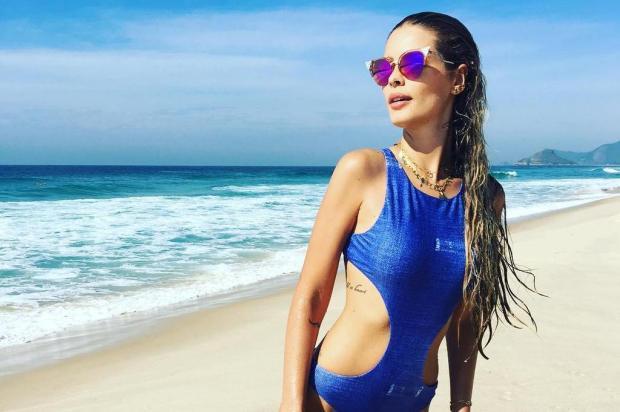 """Yasmin Brunet compartilha foto na praia e recebe elogios: """"A sereia mais linda"""" instagram/Reprodução"""