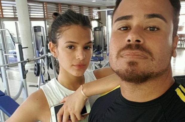 """Bruna Marquezine faz pose para foto ao lado do personal trainer: """"2017 começou"""" Instagram/Reprodução"""