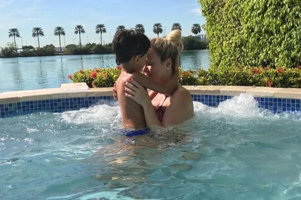 """Eliana compartilha momento """"fofura"""" com o filho na piscina e derrete seguidores instagram/Reprodução"""