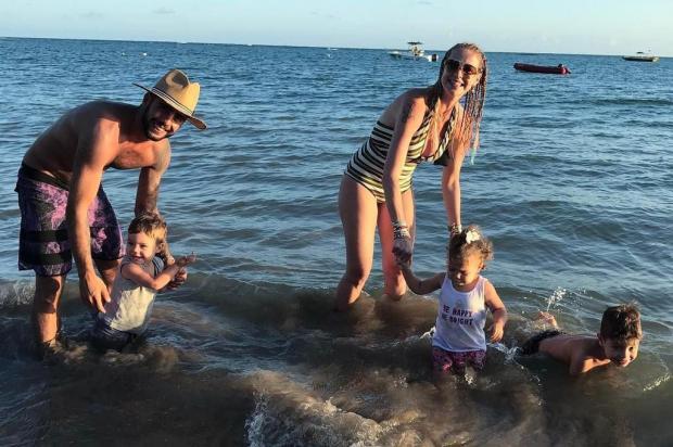 Luana Piovani e Pedro Scooby curtem férias com os filhos na Bahia Instagram/Reprodução