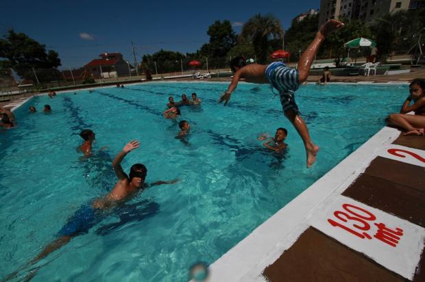 Piscinas públicas reabrem em Porto Alegre, confira onde já é possível dar um mergulho nesta temporada Helena Rocha / PMPA/PMPA