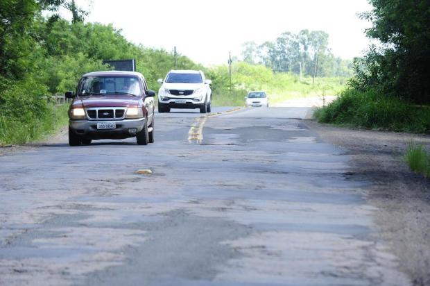 Sem recursos para manutenção, prefeitura de Eldorado do Sul proíbe circulação de caminhões em estrada Ronaldo Bernardi/Agencia RBS