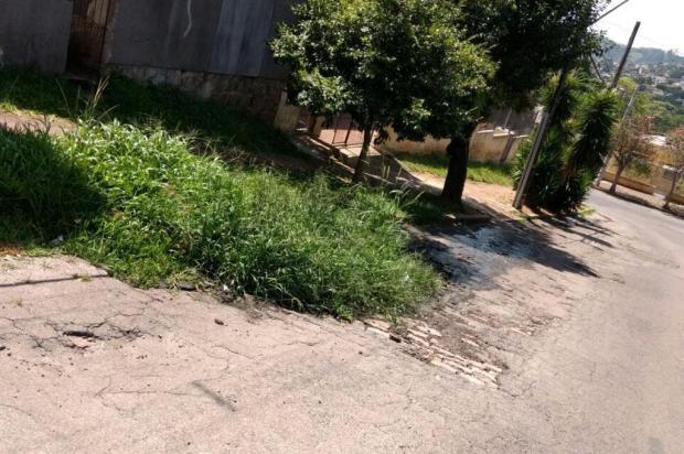 Comunidade de Porto Alegre luta há um ano para prefeitura consertar rede de esgoto e asfalto quebrado Arquivo pessoal/Leitor/DG
